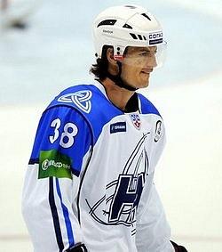 Český útočník Jan Kolář patril v sezóne 2011 2012 k najproduktívnejším  hráčom českej Extraligy. V 52 zápasoch strelil 26 gólov bdbaad985d8